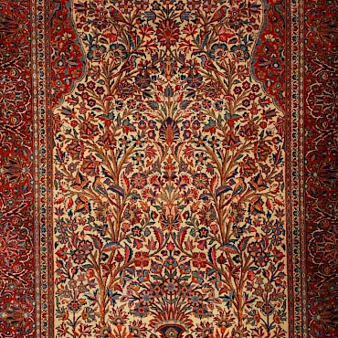 A Kashan rug, late 19th century, sold for £580
