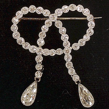 An early 20th century diamond brooch, 2.01cts, sold for £1,150