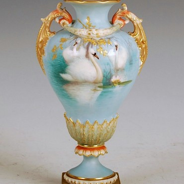 A Royal Worcester vase decorated by Charley Baldwyn, sold for £2,900
