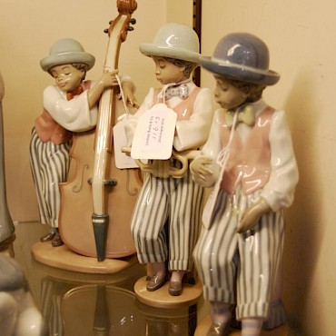 Group of three Lladro figures, sold for £150
